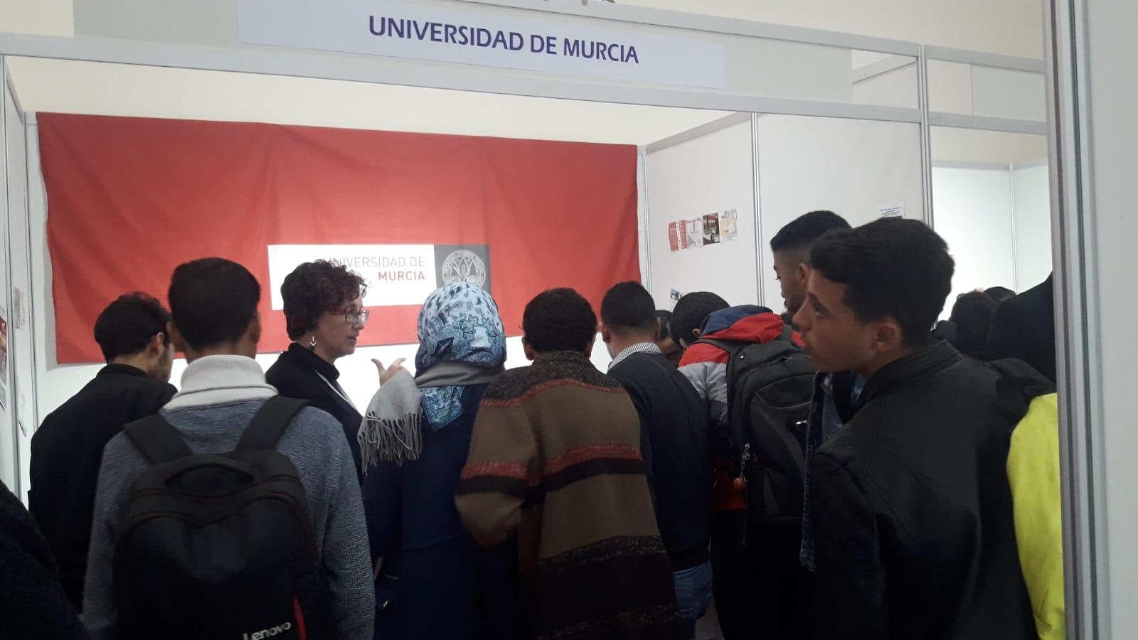 Stand Universidad de Murcia y estudiantes